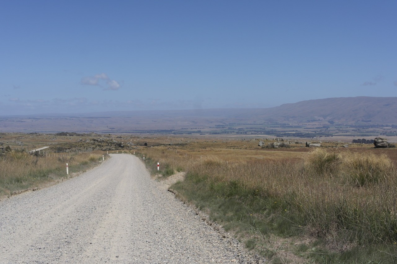 Blick von der Kuppe runter ins Tal