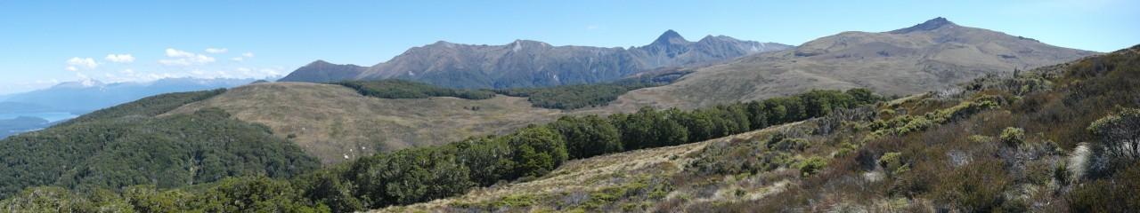 Und ein wenig nach rechts, mehr ins Fiordland hinein.