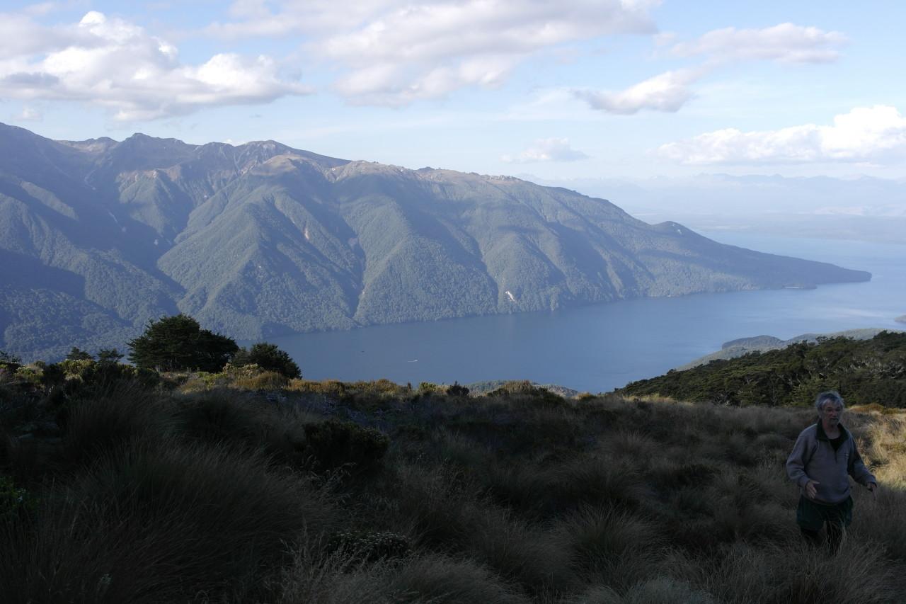 Lake Te Anau von der Hütte aus. Mit Ranger Pat.