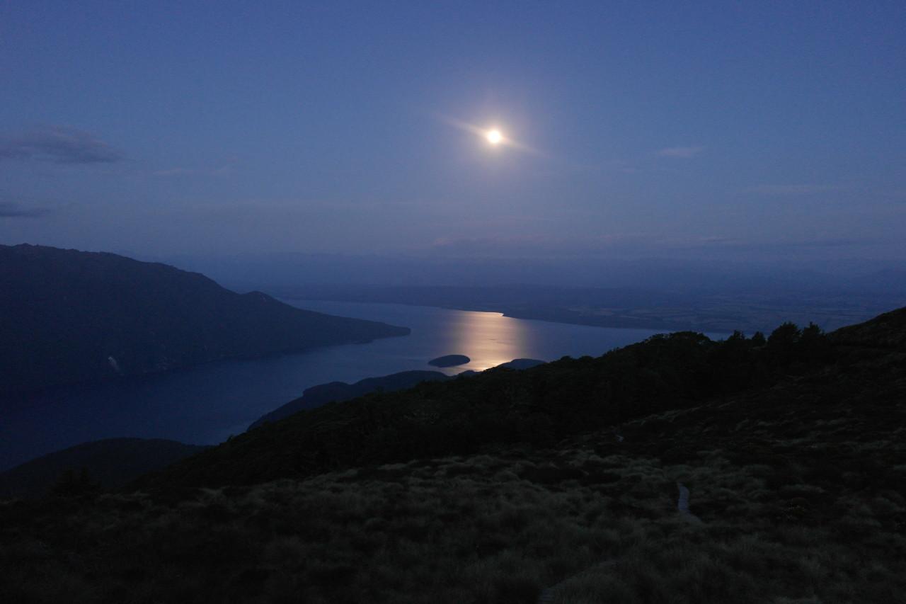 012 Kepler Track Day 1 Dusk Full Moon Lake Te Anau