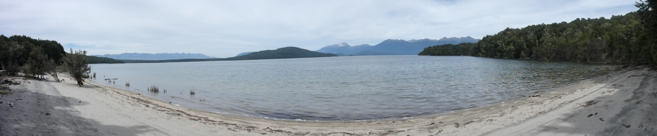 Am Lake Manapouri mit Blick auf den Titiroa. Zum Doubtful Sound bin ich genau dort entlang gefahren.