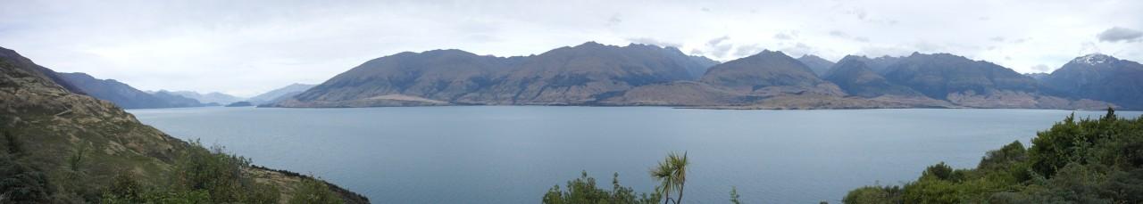 Lake Wanaka. Am linken Ende liegt irgendwo der Ort Wanaka.