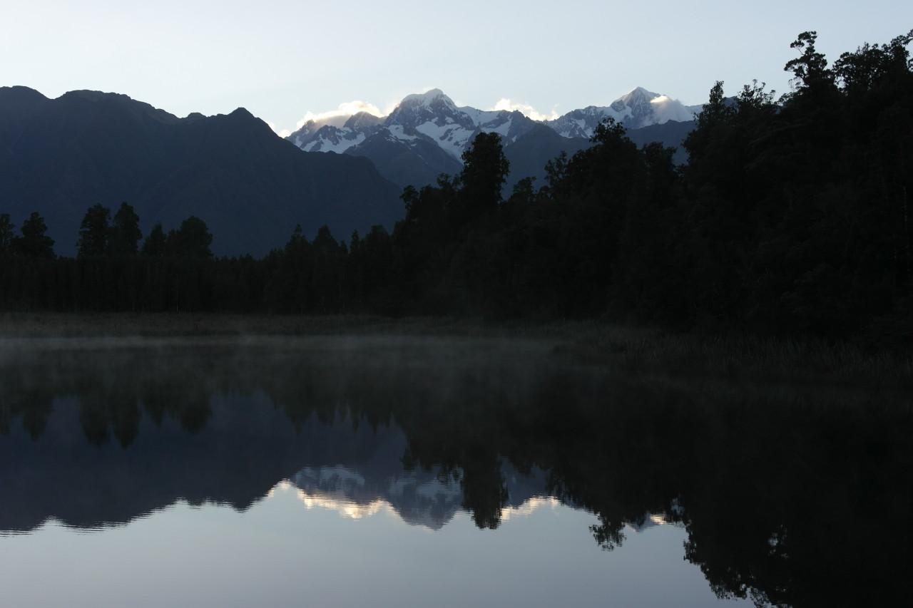 Mount Cook ist der Gipfel rechts, vorne ist Mount Tasman.
