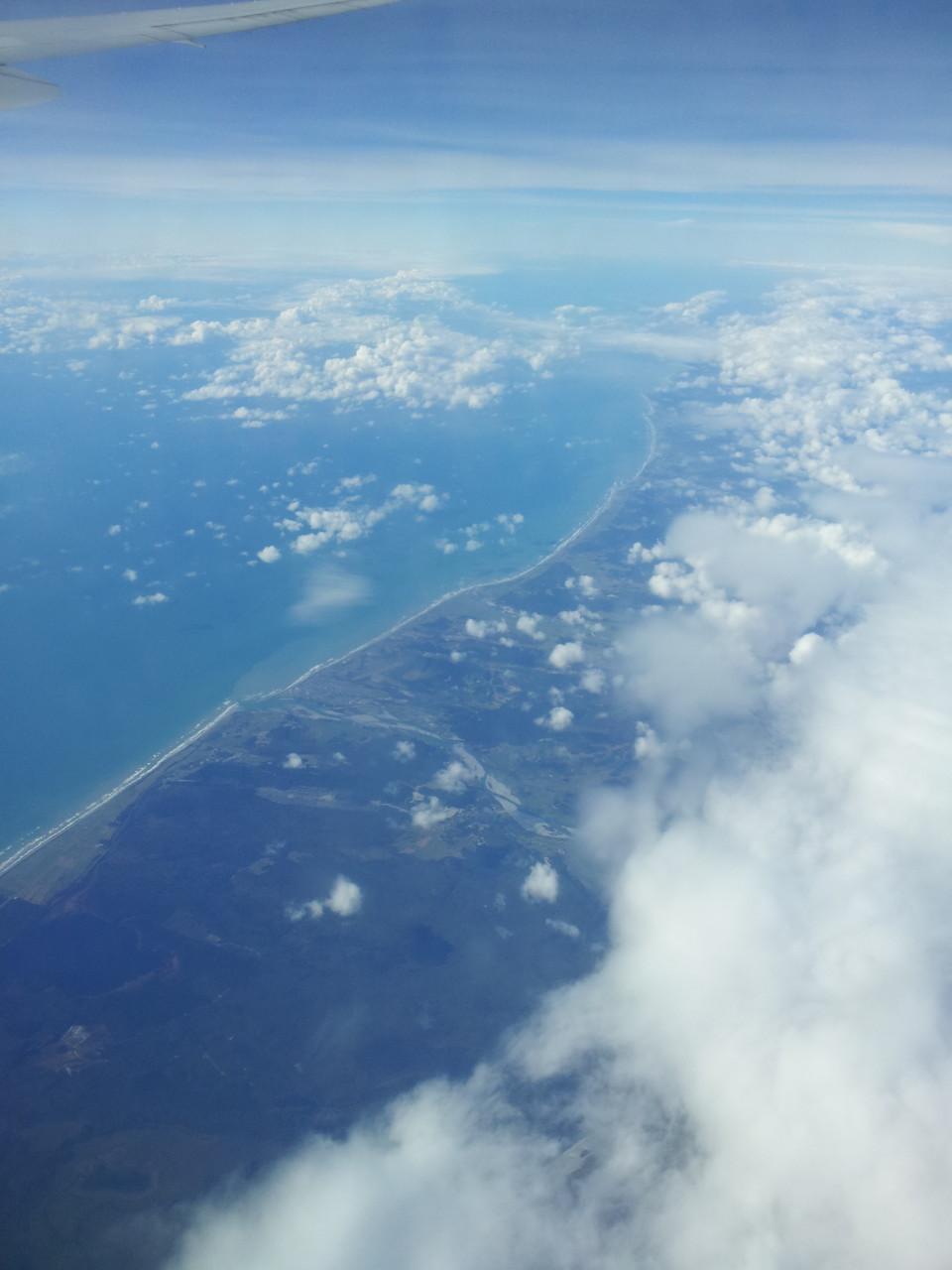 Hokitika! Da wo der Fluß ins Meer mündet stand ich und hab auf Mount Cook geguckt.