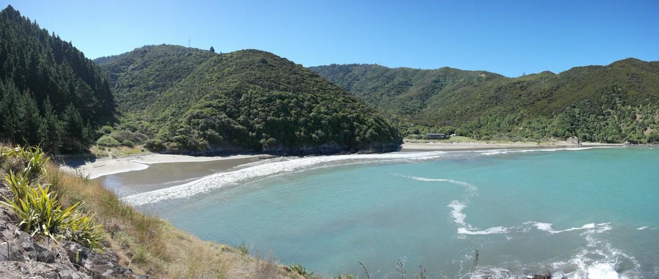 Alles so schön halbmondförmig. Vor allem war es immer eine ununterbrochene Welle, die komplett in der Bucht zu sehen war.
