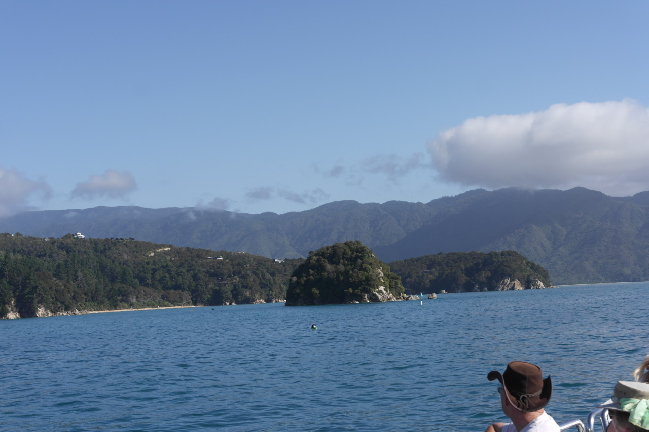 022 Abel Tasman Water Taxi Rocks Mountains