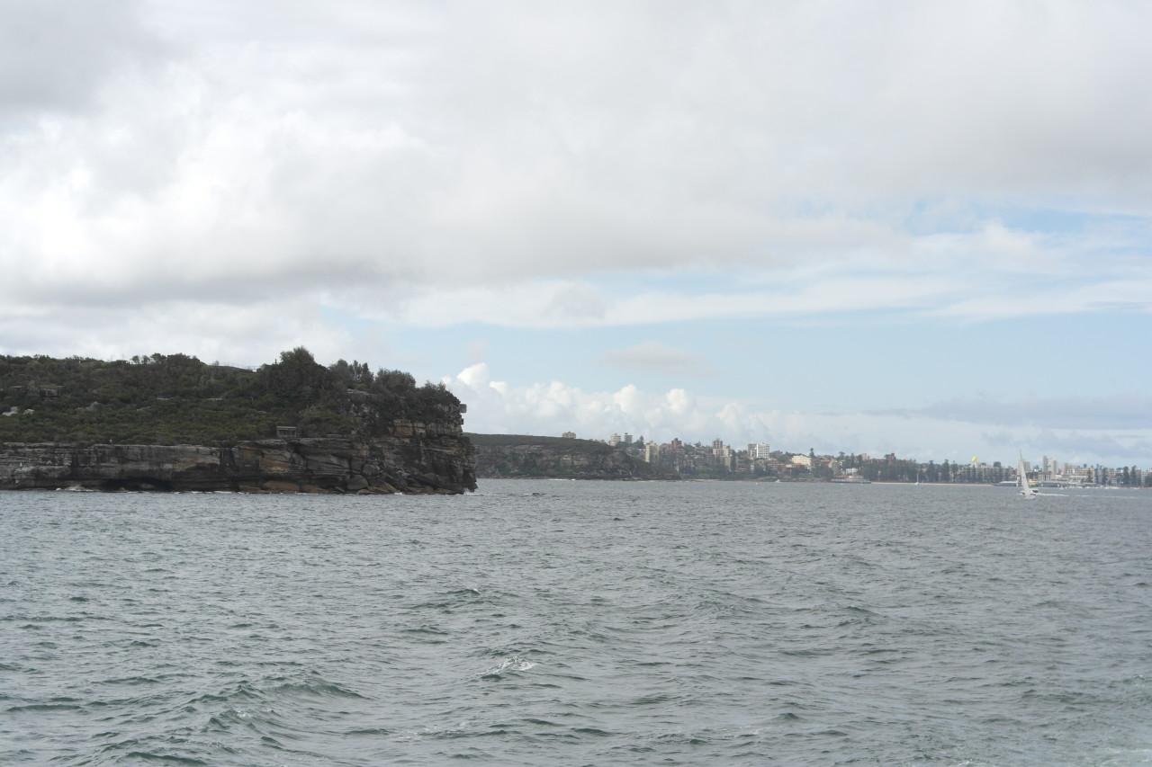 Die Küste am Sydney Harbour selber ist ziemlich klippig, und sogar ein Nationalpark, engebettet in diese riesige Stadt!