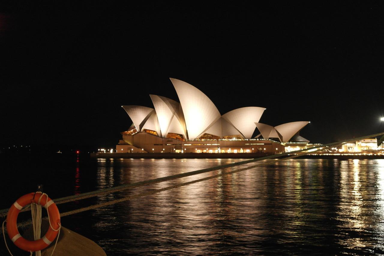 Als wir wieder unten waren, gab's noch das schön beleuchtete Opernhaus von Nahem...